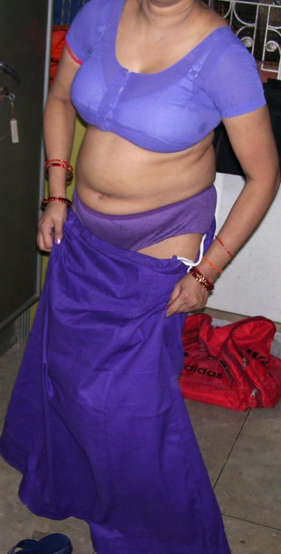 image Indian bhabhi in sari armpit tease