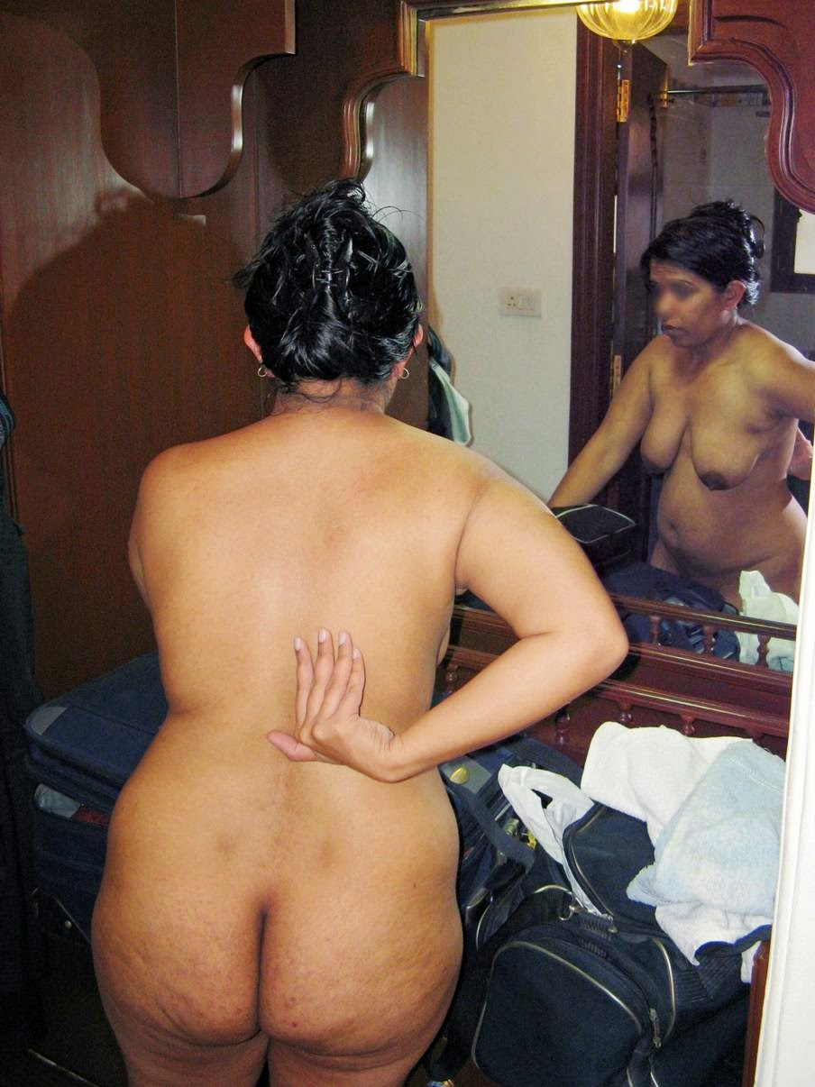 Aunty hot ass sex posing