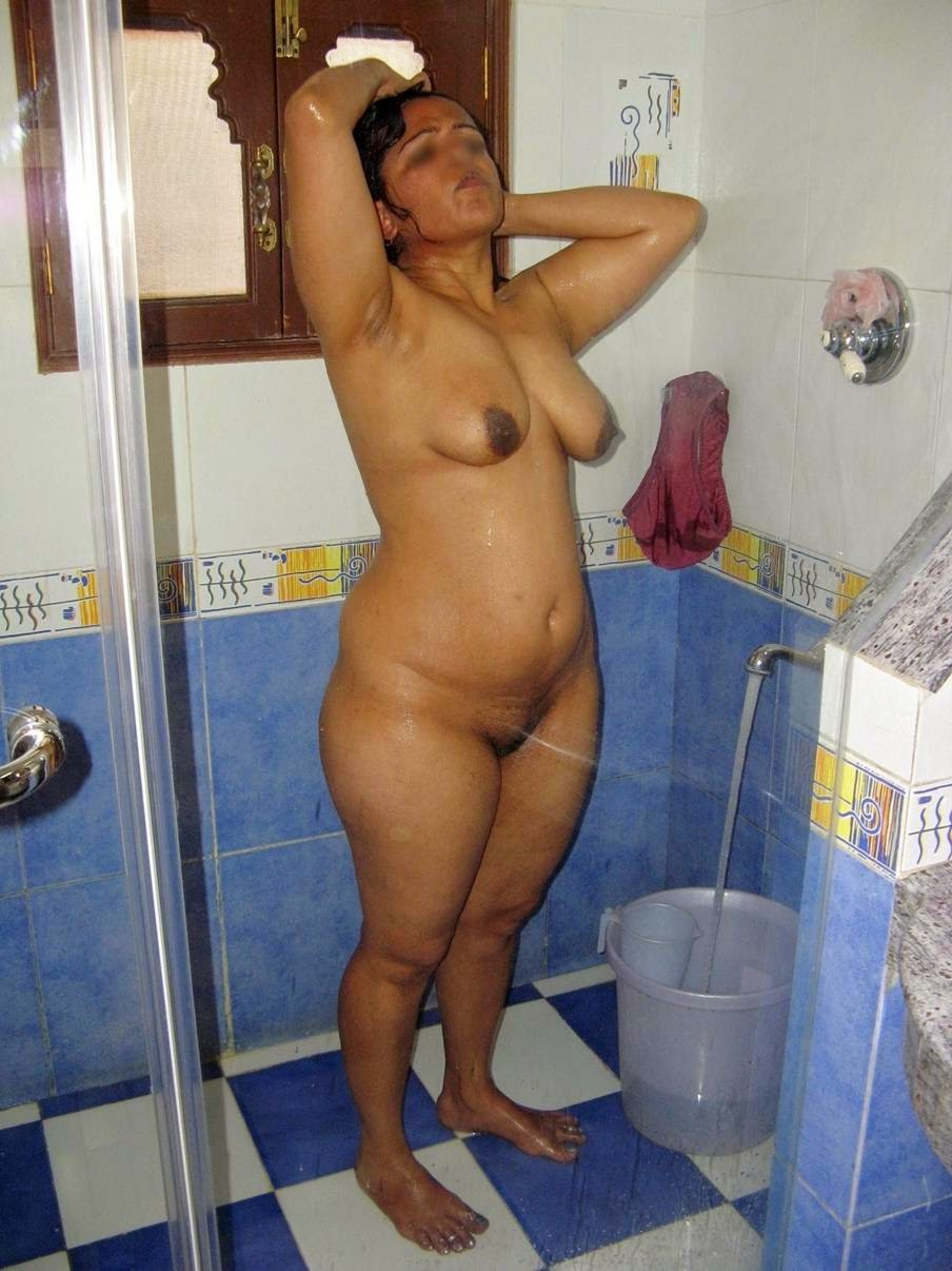 hot nude mom bathroom