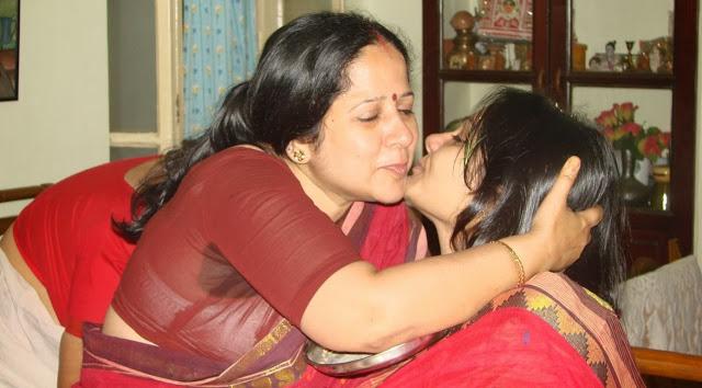 22 telugu aunty boobs pressing with black saree 10