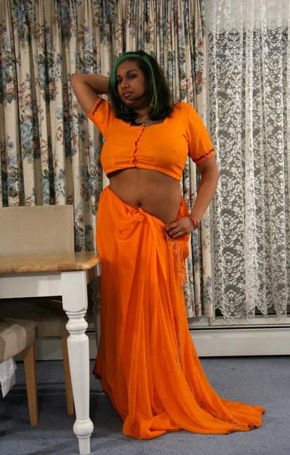 Telugu Housewives Saree Stripping Photos    -5305