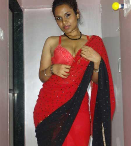 Bangladeshi Housewife Changing Saree Blouse Bra Xxx Photos-7001