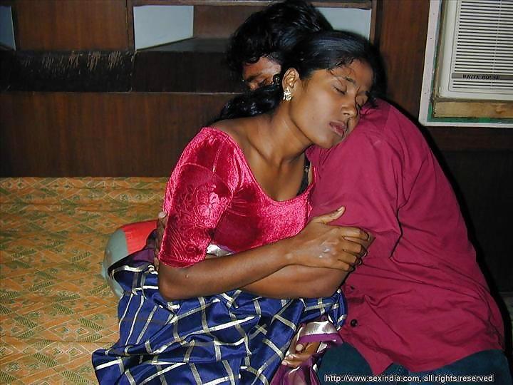 Desi Bhabhi Saree Porn  Devar Bhabhi Homemade Sex Scene -7077