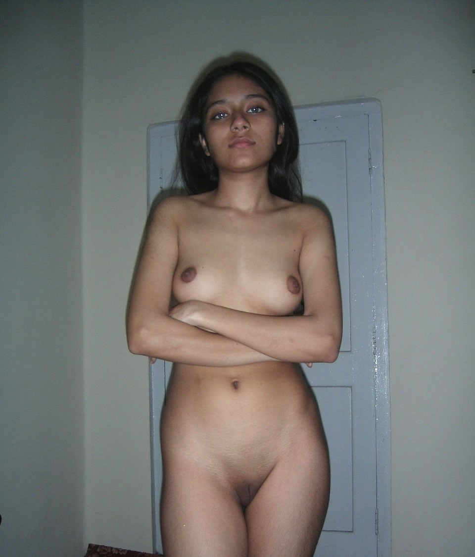nude-tamil-aunty-showing-her-shaved-pussy (2)
