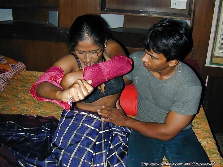 Desi Bhabhi Saree Porn  Devar Bhabhi Homemade Sex Scene -7257