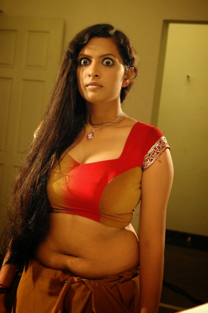 Lastest Indian Bhabhi In Sexy Blouse | Desi Hot Aunty Saree Removing Pic