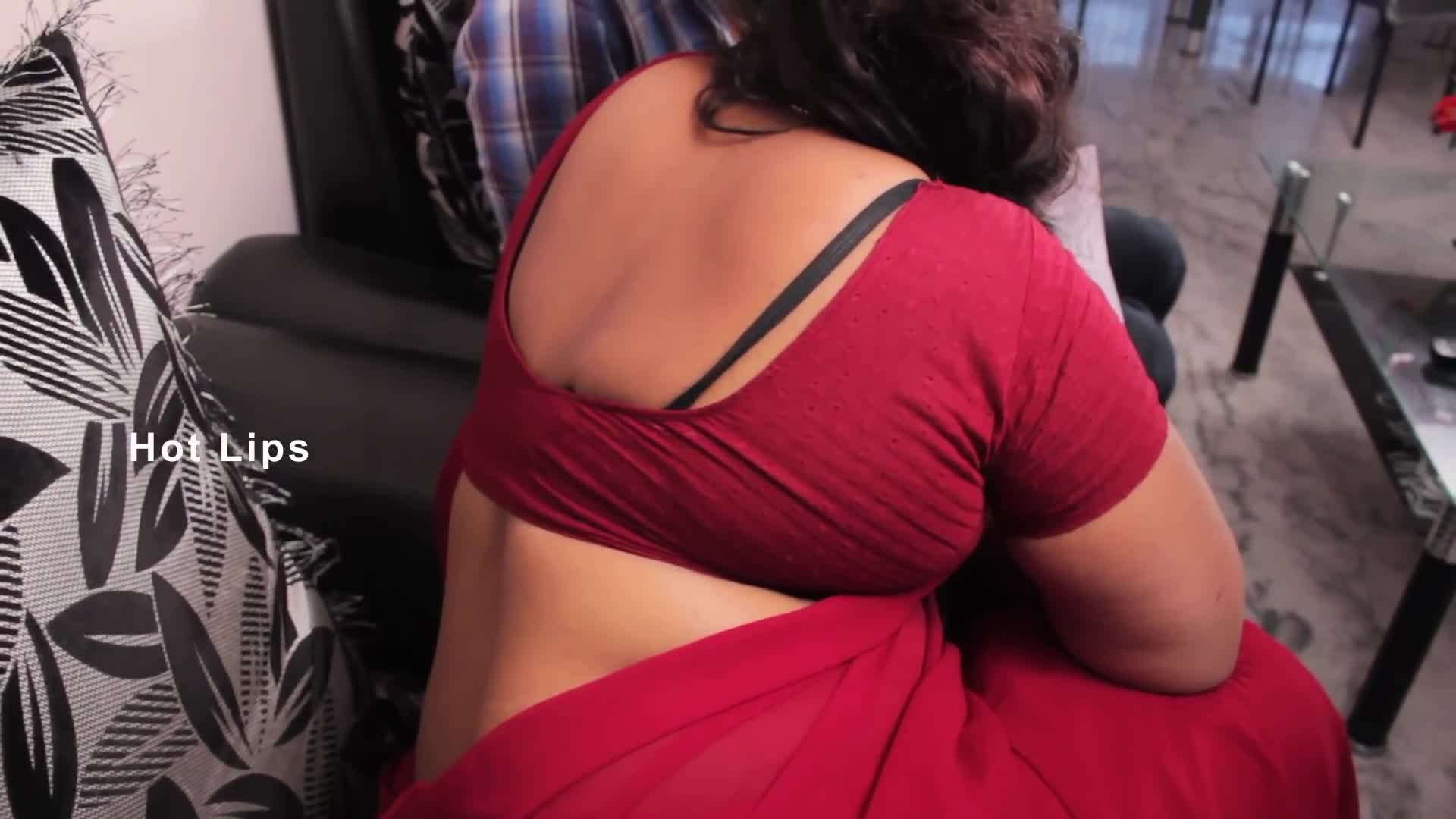 Hot aunty bra visible