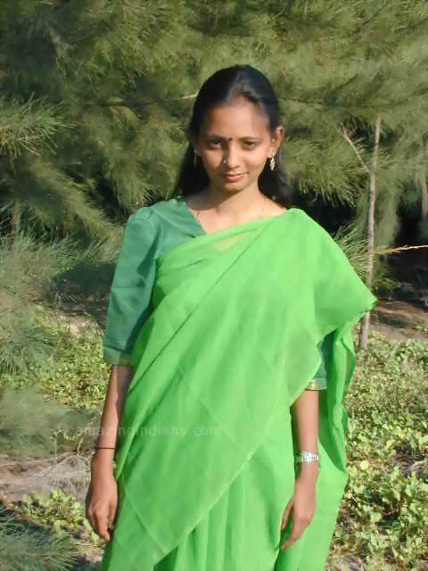 Bhabhi Showing Her Boobs On Saree Photos  Real Tamil -3924