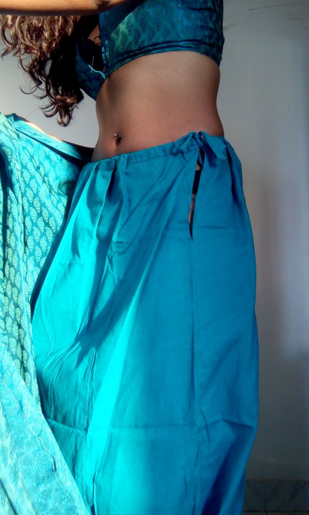 Saree Girl Naked Hd Pic  Girl Selfie In Low Cut Backless Blouse-3768