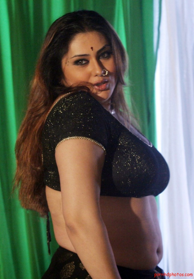 Awesome Indian Bhabhi In Sexy Blouse | Desi Hot Aunty Saree Removing Pic