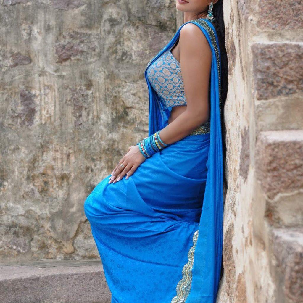 girl wear maxi dress