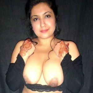 Desi mom opening bra blouse