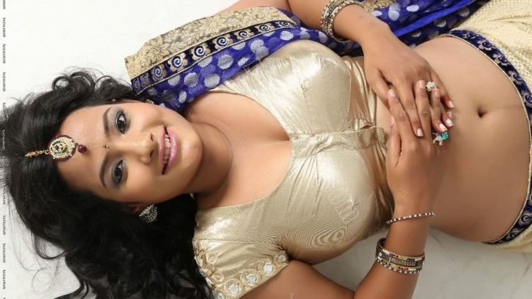 Aunty hot saree