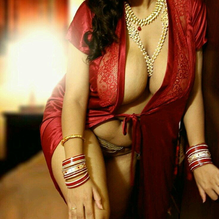 Indian telugu horny bhabhi with huge boobs - 2 8