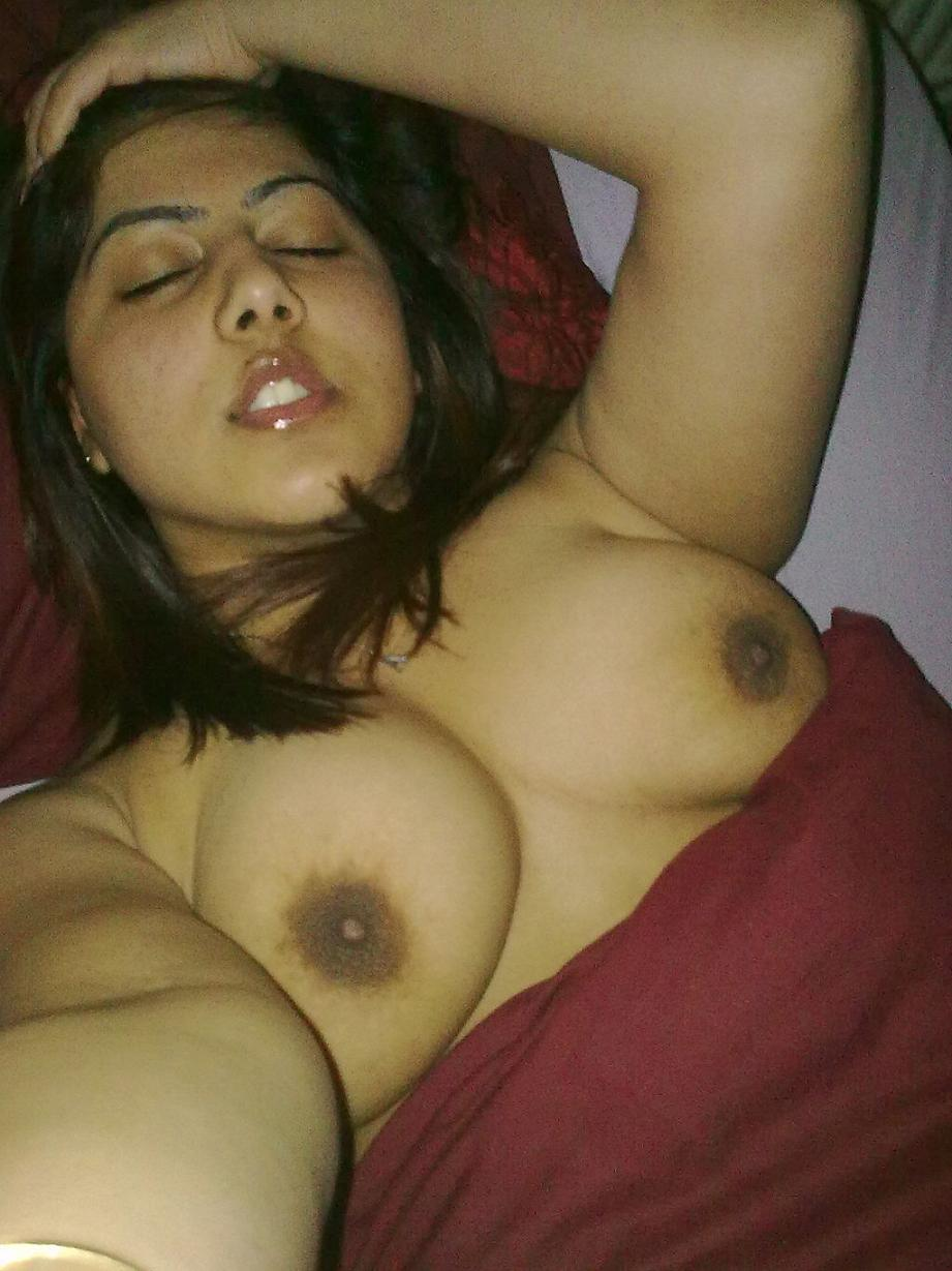 Girl cleavage boobs indian Hot