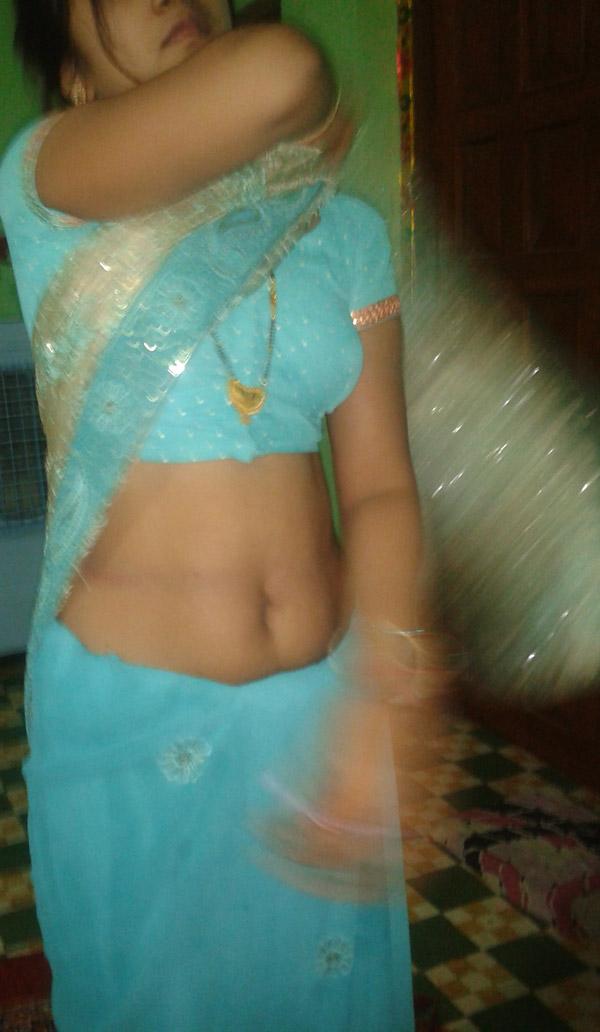 Indian Hot Saree Bhabhi Change Her Blouse  Petticoat-3597