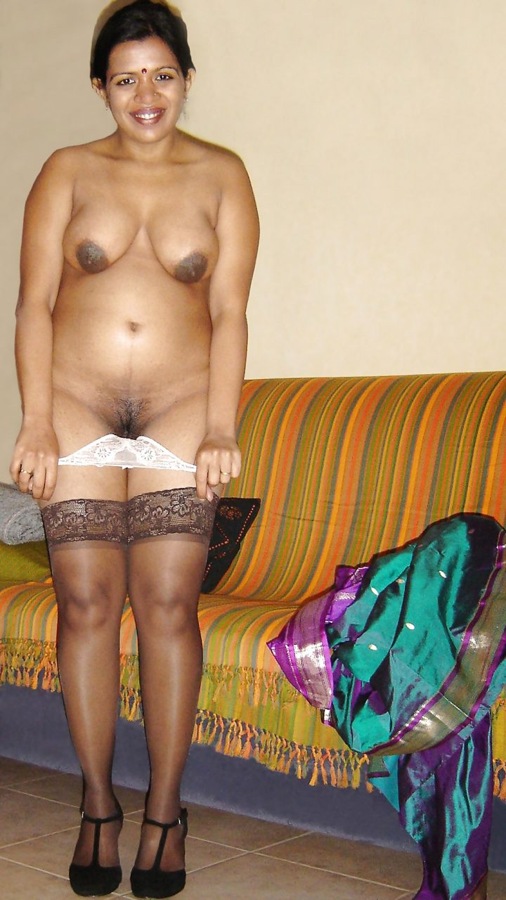 naked-wet-aunty