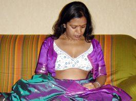 Aunty hike saree