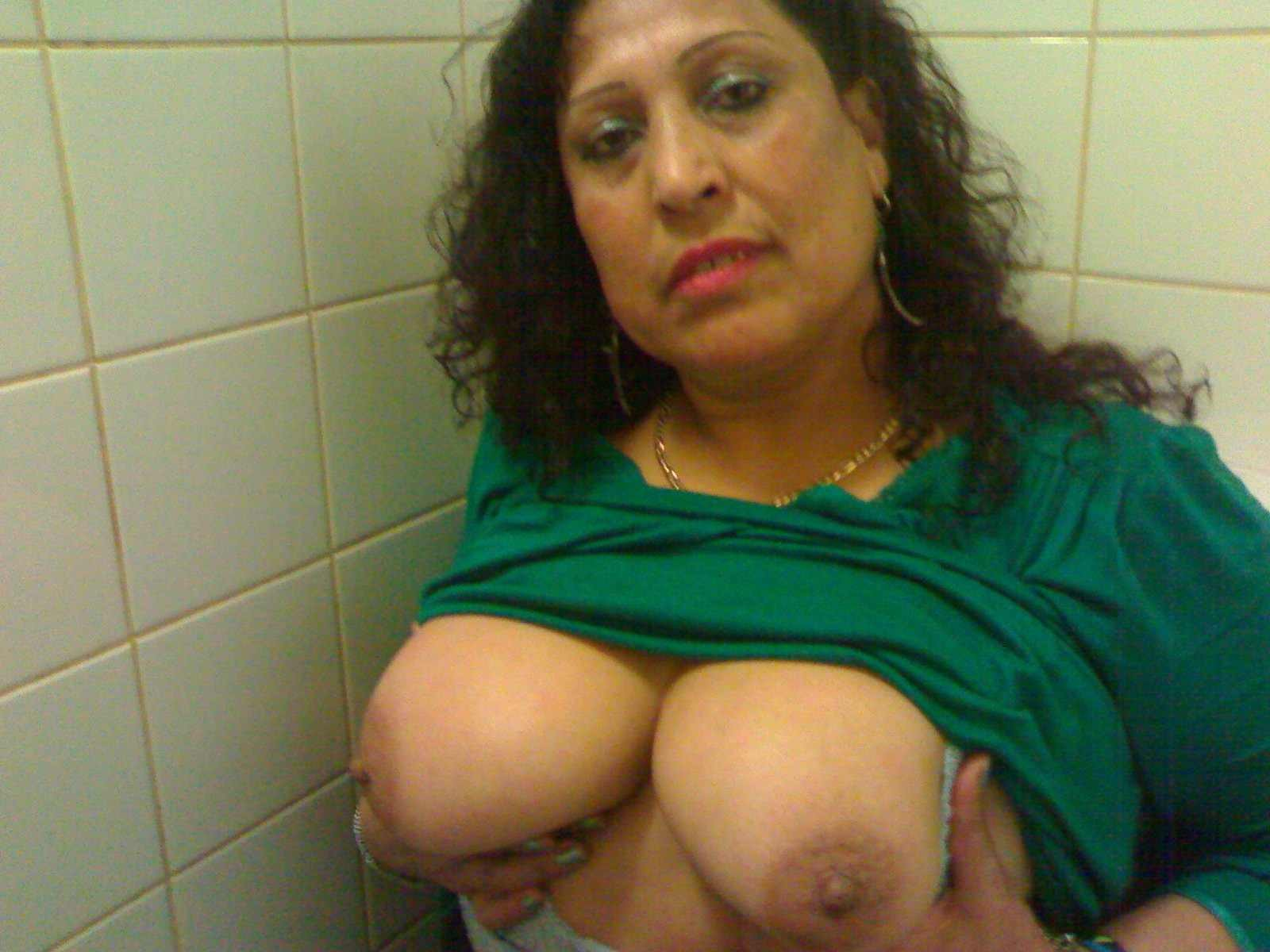 Big desi boobs aunties