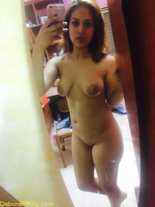 Naked-Hot-Desi-Chick-Selfie-1-7921