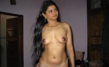 Aunty showing boob