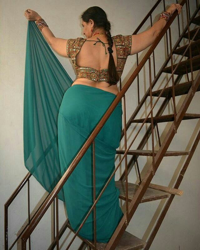 What here Bhabhi big gaand in saree
