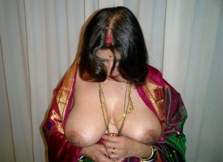 Aunty in saree