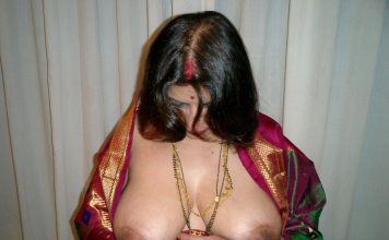Aunty in saree