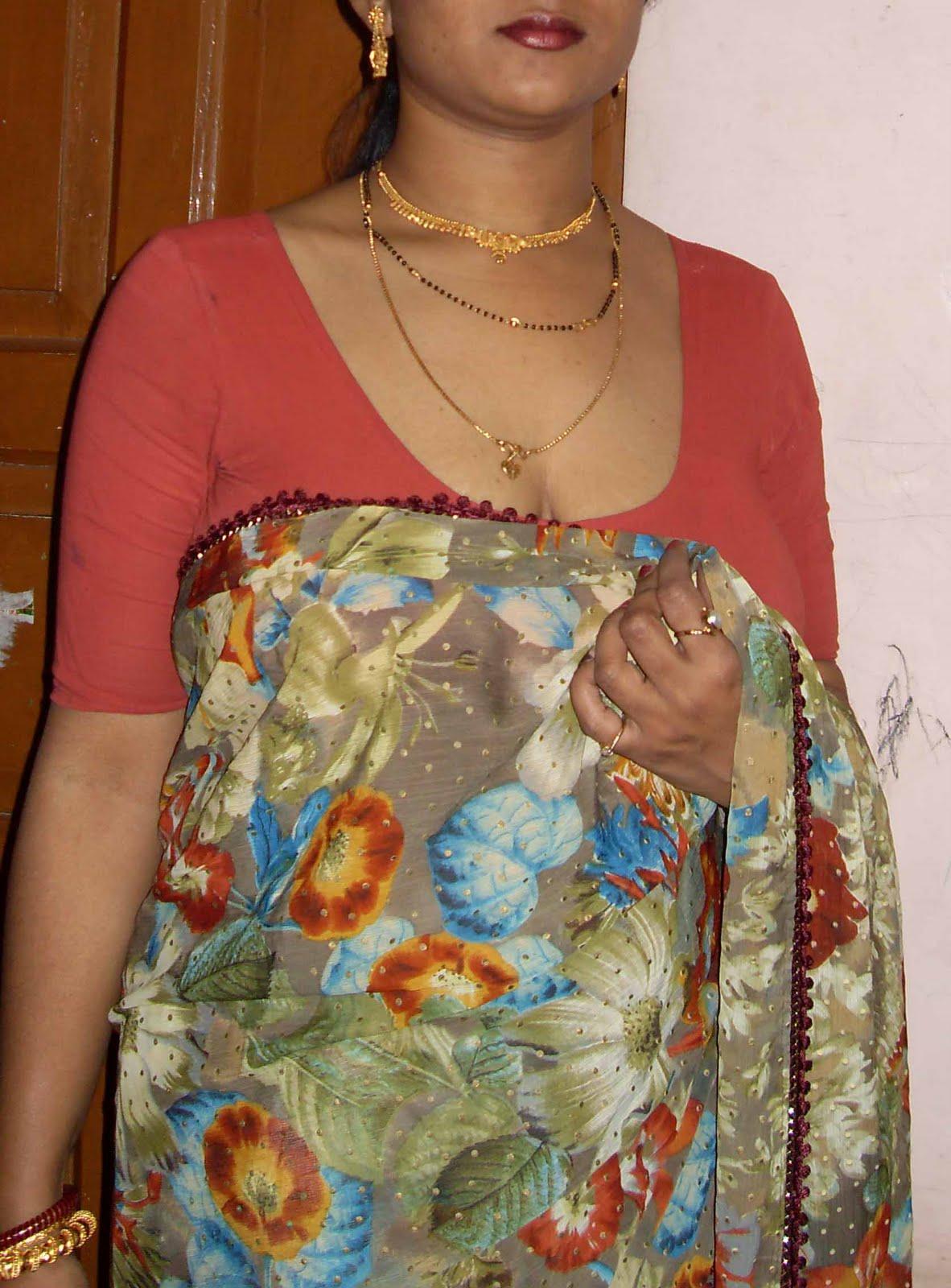 Removing Saree Sex Photos Of Indian Aunties Bhabhi And Girls-4328