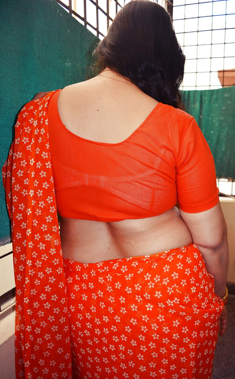 butt aunty saree