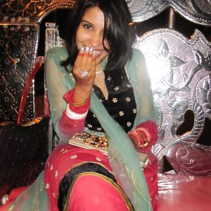 indian ladki ki salwar kameez me photo